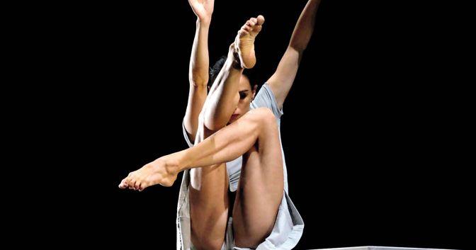 . Melissa Cosseta in «Inverno», della compagnia coreutica Giardino Chiuso, andato in scena a San Gimignano