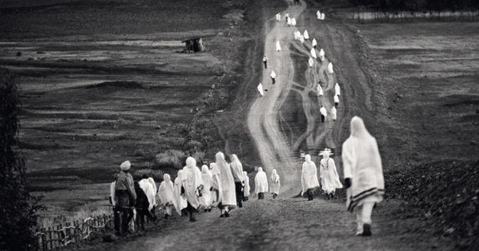 , Monika Bulaj, «Ritorno dalla preghiera all'alba», Etiopia