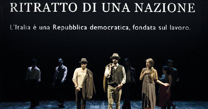 Una scena di «Ritratto di una nazione» che ricalca il quadro «Quarto stato» di Giuseppe Pellizza da Volpedo