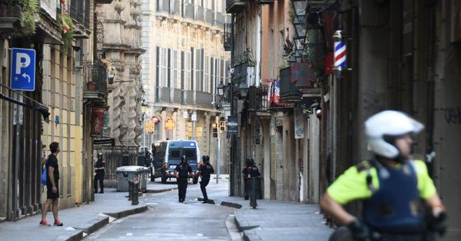 Barcellona presidiata dalle forze di polizia dopo l'attentato