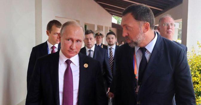 """Vladimir Putin con Oleg Deripaska (a destra), il """"re dell'alluminio"""" russo:il titolo di Rusal è crollato del 50%"""