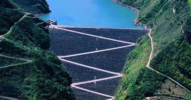 Nella foto, la centrale idroelettrica più grande della Colombia, a El Guavio (© Enel)