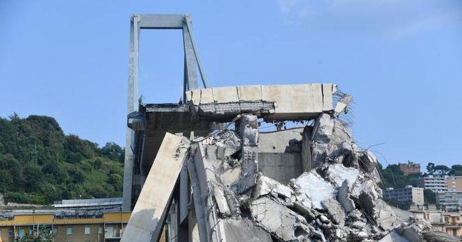 Il ponte crollato a Genova. (Ansa)