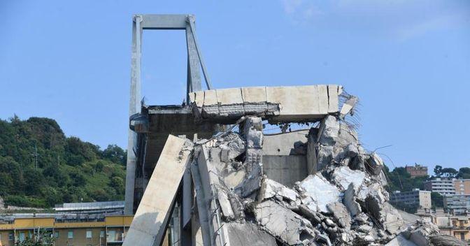 Crollo del ponte di Genova: la procura ha dato il via libera all'installazione dei sensori per il monitoraggio (Luca Zennaro - Ansa)