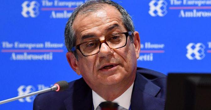 Il ministro dell'Economia e delle Finanze, Giovanni Tria, al Forum economico di Ambrosetti, Cernobbio. (ANSA/Daniel Dal Zennaro)