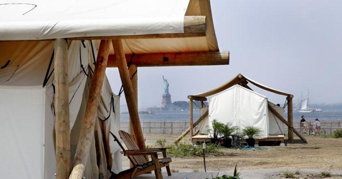 Collective Retreats facility a Governor's Island, nel porto di New York. (AP Photo/Richard Drew)