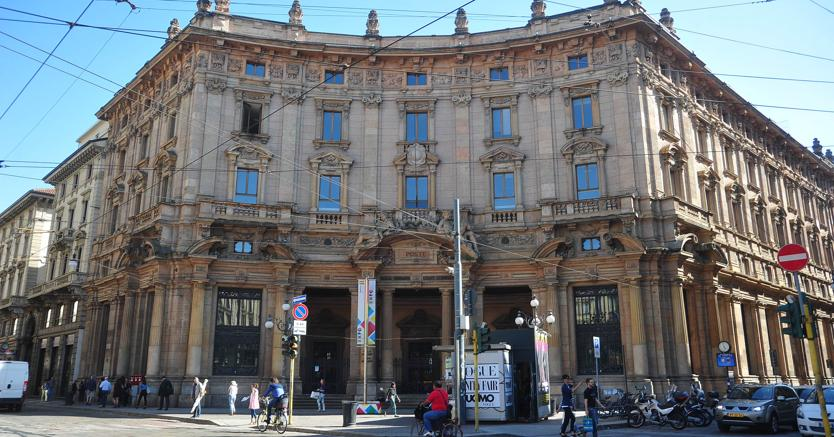 Nella foto l'ex palazzo delle Poste di piazza Cordusio (Fotogramma)