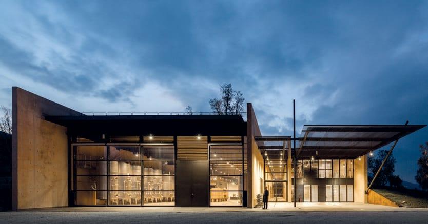 La Cantina Podernuovo Bulgari a San Cascino dei Bagni in Toscana ha ricevuto una menzione d'onore nell'ambito della dodicesima edizione del Premio internazionale per l'architettura sostenibile