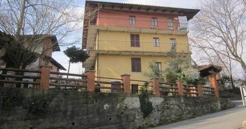 Fabbricato sul mercato a Crosa (Biella).