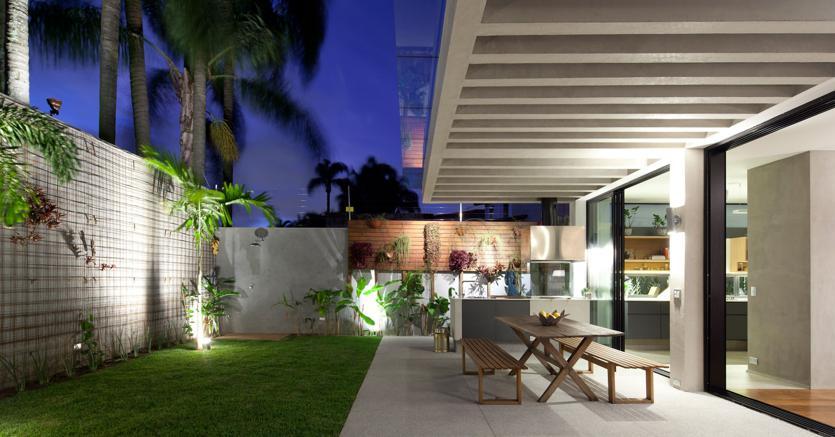 Cos terrazzo e area living diventano un unico ambiente - Erba vera sul terrazzo ...