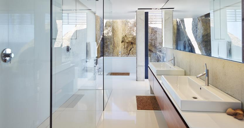 Il bagno ristrutturato diventa un must euro la - Vasca da bagno grigia ...