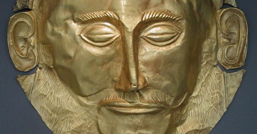 Il volto che entusiasmò Schliemann.La maschera funebre, detta di Agamennone, conservata al museo archeologico di Atene
