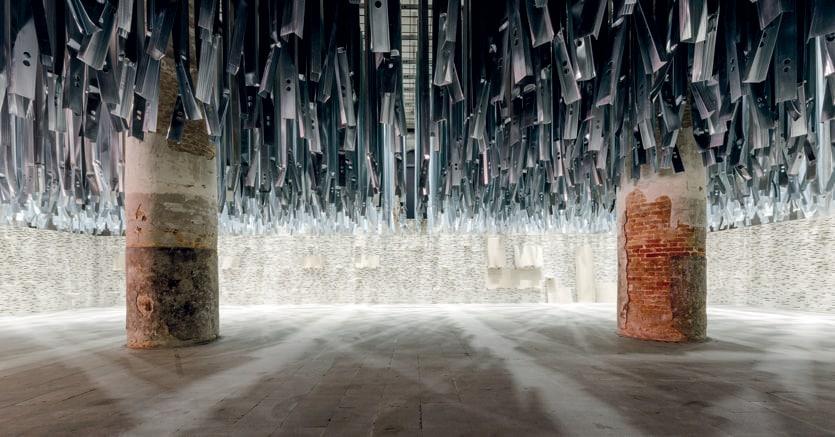 Alejandro Aravena. L'installazione del curatore della Biennale Architettura che accoglie i visitatori all'Arsenale (Corderie): il tema è quello del riciclo
