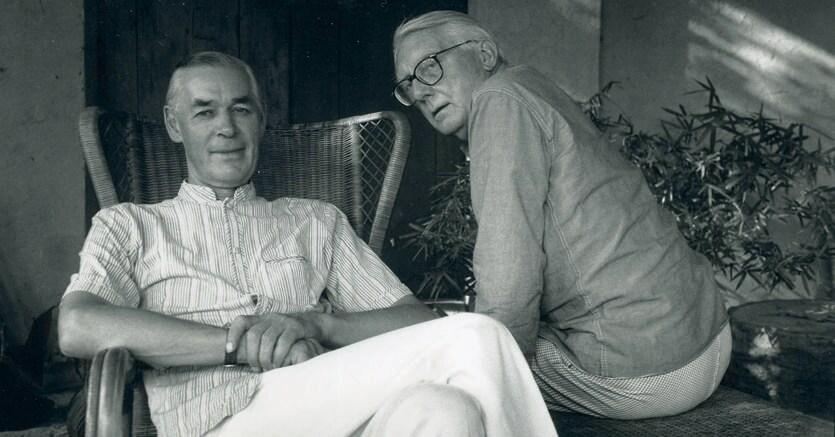 Inseparabili. Hugh Honour (1927–2016), in primo piano,  con il collega e compagno John Fleming