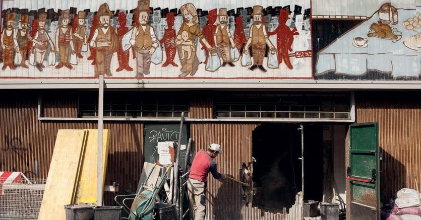 Abbattere i muri.Il progetto G124 di Renzo Piano al Quartiere Giambellino di Milano: la demolizione del muro sud del mercato con l'apertura di un nuovo ingresso e la realizzazione di una pedana esterna per attività sociali