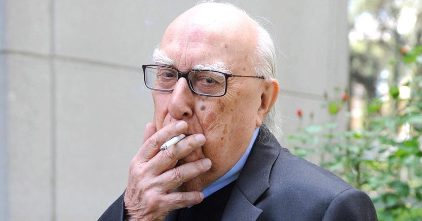 Fumatore incallito. Andrea Camilleri ha 91 anni