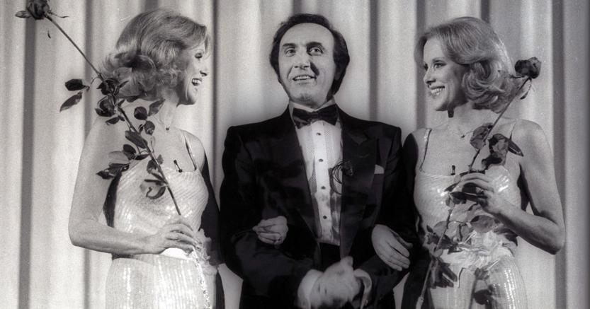 Alice ed Helen Kessler con Pippo Baudo in Buon Compleanno Tv, il 14 gennaio 1984 (Ansa)