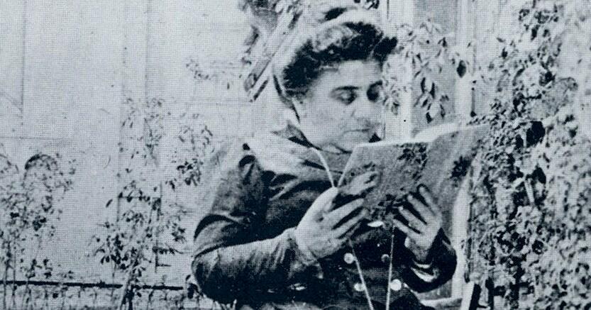 Direttice Matilde Serao  (1856 - 1927), figlia di un  giornalista, è stata la prima donna a dirigere un quotidiano, «Il Giorno di Napoli»