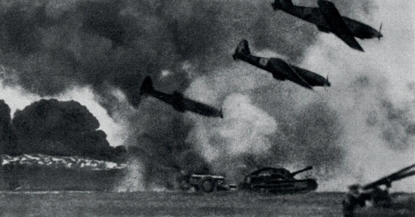L'offensiva.Bombardieri italiani impegnati  in un combattimento in Africa settentrionale (1941)