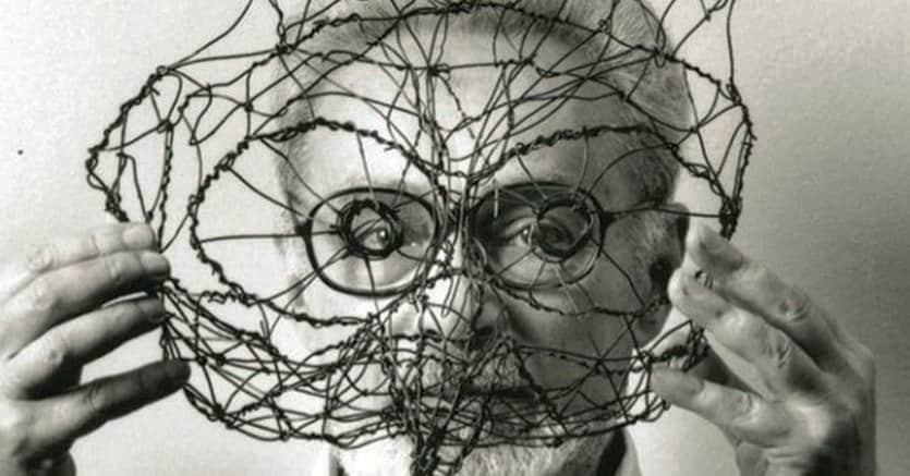 Primo Michele Levi. Nato a Torino il 31 luglio 1919 e scomparso nella stessa città l'11 aprile 1987, Levi è stato uno scrittore, partigiano e poeta italiano, autore di racconti, memorie, poesie e romanzi. Il dramma dell'internamento ad Auschwitz ha segnato la sua esistenza