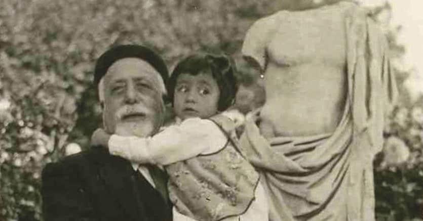 Normalista.Vito Volterra (1860-1940) con una nipotina. Allo scienziato è dedicata una mostra al Museo Ebraico di Roma (12 settembre-9 novembre)