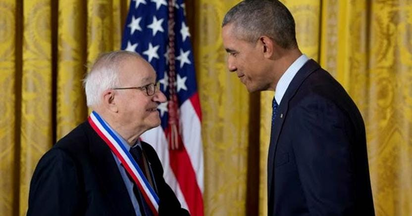 Dalle mani di Obama, Albert Bandura è stato premiato lo scorso 19  maggio con la National Medal of Science