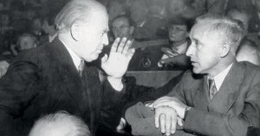 Nobel, a sinistra Werner Heisenberg nel 1953 a Monaco con Martin Heidegger (sotto)  e Ernst Jünger  a destra. Heisenberg vinse il Nobel  nel 1932