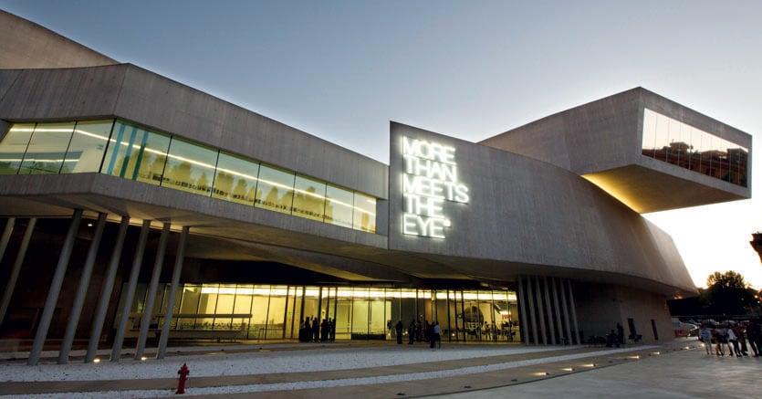 Il MAXXI (Museo nazionale delle arti del XXI secolo) di Roma, progettato nel 1998 dall'architetto anglo-irachena Zaha Hadid e aperto al pubblico nel 2010