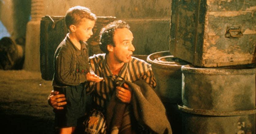 La vita è bella. Il film di Roberto Benigni è girato nelle acciaierie di Terni, dove già nel 1933 Walter Ruttmann portò le macchine da presa: una fabbrica diventa scenario per un racconto (Olycom)