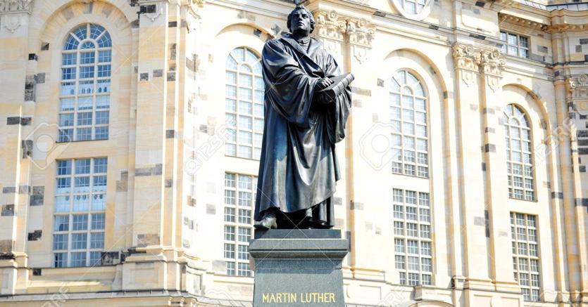 Lutero a Dresda.La statua del riformatore davanti alla Frauenkirche, chiesa luterana di Dresda