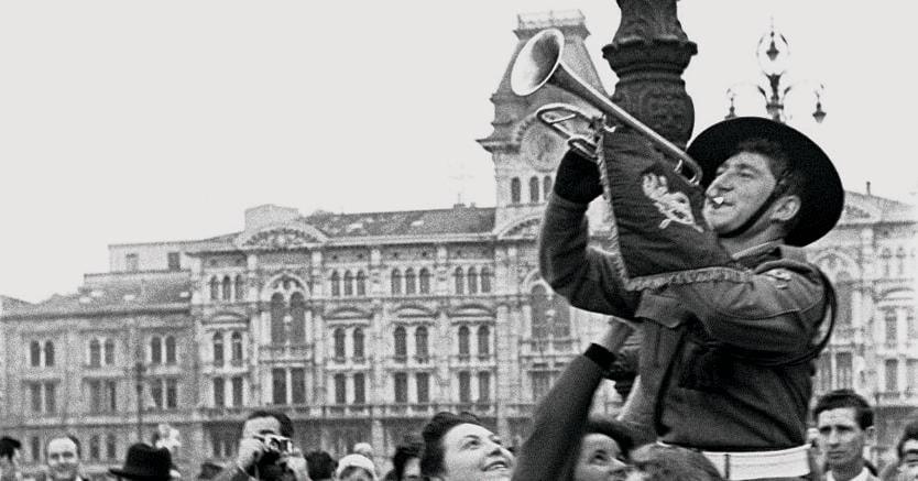Di nuovo italiana.Festeggiamenti piazza dell'Unità d'Italia a Trieste dopo la riunificazione del 1954