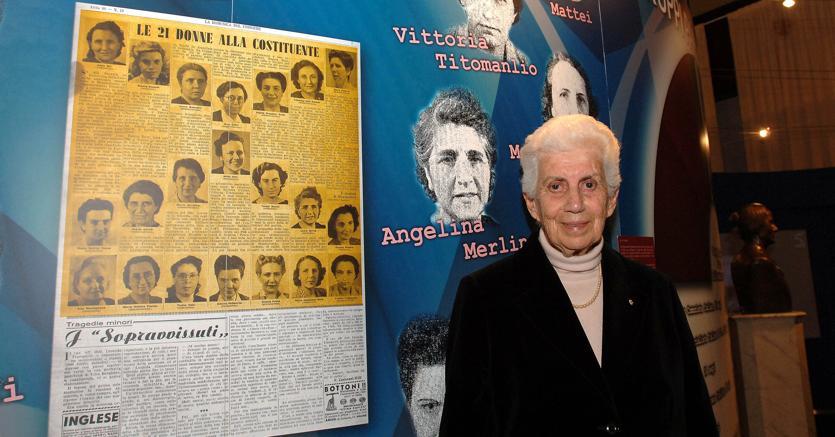 Teresa Mattei, che tra le 21 delle costituenti era la più giovane  (aveva 25 anni),  nel 2006 a Montecitorio per celebrare i 60 anni dell'Assemblea Costituente. (Ansa)