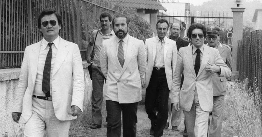 Palermo, primi anni 80, Giovanni Falcone durante un sopralluogo nella villa di Rosario Spatola