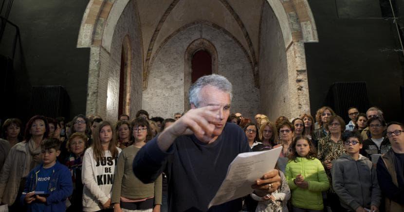 Cantiere Dante. Marco Martinelli, che con Ermanna Montanari condivide la regia di «Inferno», durante le prove nell'abside del  Teatro Rasi di Ravenna