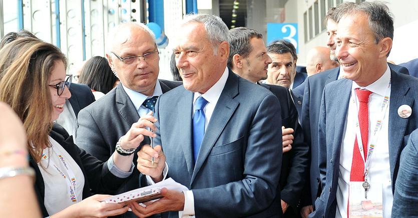 Il presidente del Senato, Pietro Grasso, al Salone del Libro di Torino (Ansa)