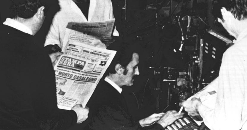 Tredici giorni. Carlo Casalegno rimane tra la vita e la morte per tredici giorni: viene colpito  il 16 novembre del '77, morirà il 29 novembre. È il primo giornalista assassinato dalle BR