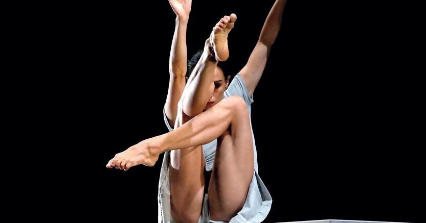 Assolo. Melissa Cosseta in «Inverno», della compagnia coreutica Giardino Chiuso, andato in scena a San Gimignano
