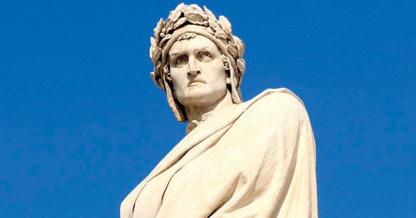 Poeta medioevale.Monumento a Dante Alighieri, piazza Santa Croce, Firenze