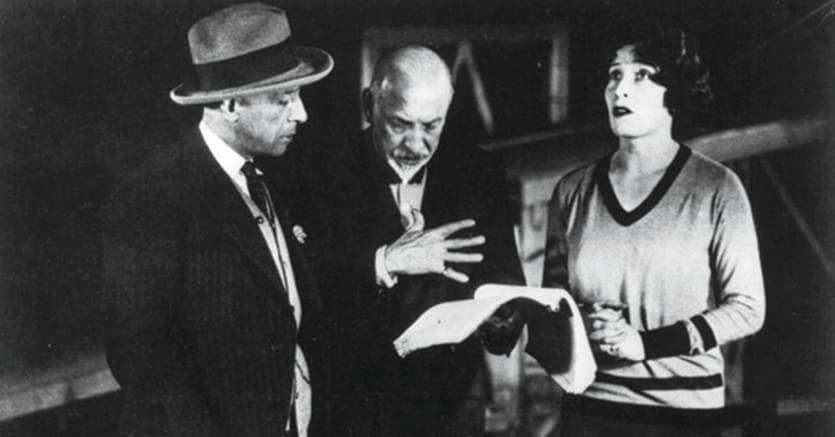 Sodalizio di anime.Al centro, Luigi Pirandello. A sinistra, la musa, Marta Abba
