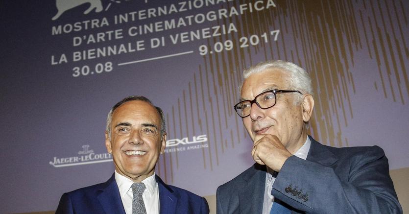 Il presidente della Biennale di Venezia Paolo Baratta (a destra) e il direttore Alberto Barbera alla  presentazione della 74a Mostra internazionale d'arte cinematografica (Ansa)