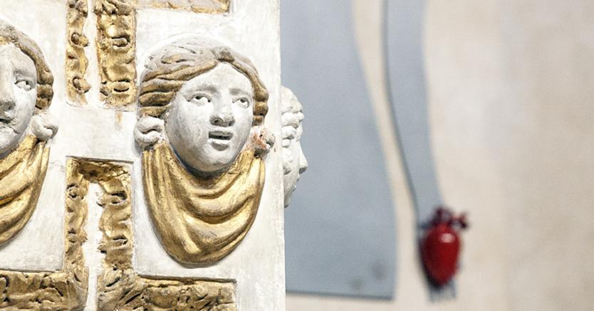 È in programma fino al 30 settembre a Fano, nella chiesa di San Pietro in Valle, «Mali Minori», la mostra che raccoglie le figure in ferro di Guido Scarabottolo e gli ex voto in ceramica di Luigi Belli. In contemporanea, alla Mediateca Montanari, Scarabottolo espone, nella mostra «Smarrimenti», le sue illustrazioni della prima terzina della Divina Commedia