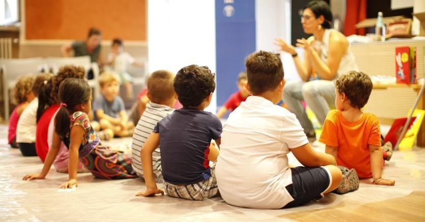 La narrazione orale (nella foto un incontro di Festivaletteratura) costruisce socialità e può essere un interessante luogo di incontro per grandi e bambini