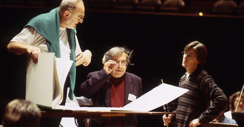 Luciano Berio (1925-2003), al centro, in compagnia del direttore d'orchestra tedesco Michaèl Gielen (a sinistra) e del clarinettista francese Paul Meyer (a destra)