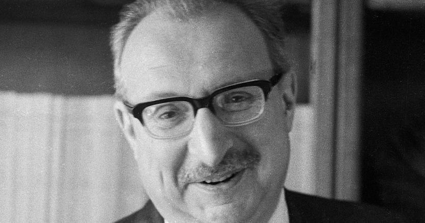 Milanese.Giorgio Manganelli in una foto degli anni Sessanta