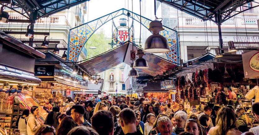 Gourmet. Il Mercato della Boqueria, qui a sinistra Manuel  Vázquez Montalbán