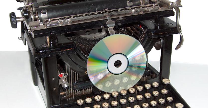 Media  molto diversi. Molti degli autori che hanno vissuto in prima persona la svolta digitale delegano la gestione dei supporti numerici alle case editrici, le quali, quando ristampano un testo degli anni 80 o 90, spesso non dispongono di file originali e si affidano  alla scansione di vecchie copie