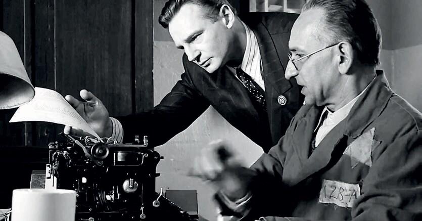 Schindler's List. Una scena del film dedicato al tema della Shoah diretto nel 1993 da Steven Spielberg e interpretato da Liam Neeson e Ben Kingsley