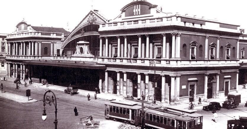 Sul treno del progresso. La prima Stazione Termini di Roma, costruita da Salvatore Bianchi e inaugurata nel 1874. Nel testo, la medaglia commemorativa per la nascita della nuova stazione fatta coniare da papa Pio IX nel 1856
