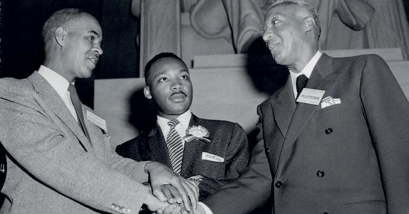 Washington, 1957.  Martin Luther King, al centro, tra Roy Wilkins a sinistra  (segretario esecutivo della Naacp, l'Associazione nazionale  per la promozione delle persone di colore) e il leader dei diritti civili Philip Randolph