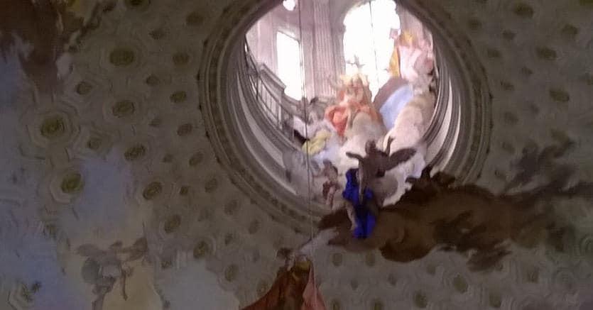 La colossale cupola ellittica del santuario di Vicoforte, eretta da Francesco Gallo nel 1732 e affrescata da Mattia Bortoloni e Felice Biella nel 1752